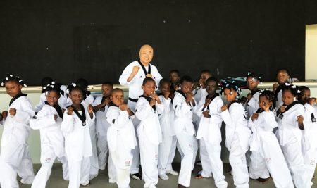 5주차에 접어든 아이티 태권도 프로그램 성공적으로 정착
